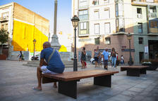 La plaza de la Sang de Reus incorpora más mobiliario y ganará árboles