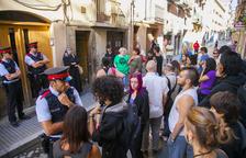 La família desnonada de Raseta de Sales de Reus 'recupera' un pis buit d'un banc