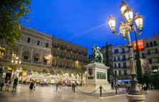 La llum torna a la plaça Prim de Reus però l'avaria es repararà més tard