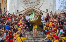 Petits i grans s'entreguen a la gran festa de la Baixadeta de l'Aligueta