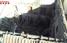S'ensorra la teulada d'una casa abandonada a Santa Bàrbara