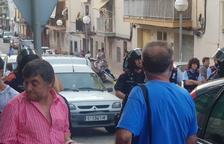 Centenares de vecinos de Bonavista expulsan unos ocupas con una protesta