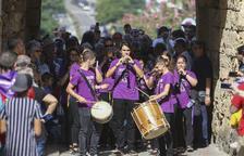 Tocs de campana, músics al carrer i el seguici popular a la vigília de Santa Tecla