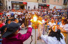 El Ball de Dames i Vells crema una foto del rei Felip VI i la reina Letizia