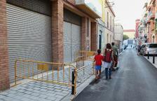 Arreglen el renovat carrer Alt de Sant Pere després de queixes veïnals