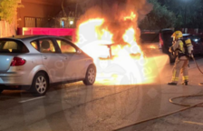 Crema un vehicle durant la matinada al Vendrell