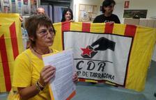 Los CDR entregan una carta a la Delegación del Gobierno exigiendo 'la construcción de la República catalana'