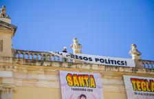 El Ayuntamiento de Tarragona retira la pancarta y volverá a ponerla después de las elecciones