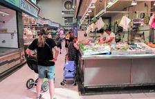 L'Ajuntament de Reus fa un estudi amb clients del Mercat Central per canviar l'horari