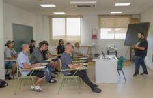 Una quincena de personas hacen un nuevo curso de carretillero en Constantí