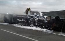 Mor el conductor d'un camió que s'ha incendiat arran d'un accident a l'AP-7 a Ulldecona