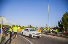 Els manifestants aprofiten els ponts per seguir amb els talls de la rotonda
