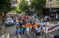 Miles de personas toman las calles y cortan carreteras en Tarragona y Reus
