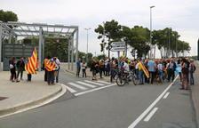 Concentració de més d'una cinquantena de persones a la presó del Catllar