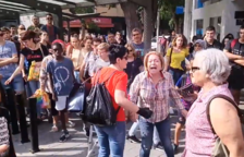 VÍDEO: Moments de tensió per la presència d'una dona amb la bandera espanyola durant la manifestació a Tarragona