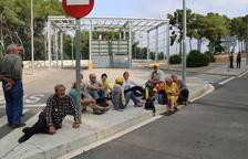 Una desena de persones es concentren a la presó de Mas d'Enric per donar suport a Forcadell