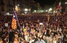 La plaça de la Font s'omple per protestar contra la sentencia del Suprem per l'1-O