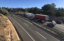 Denuncian que un conductor ha intentado atropellar a los manifestantes que han cortado hoy la A-7 en Tarragona