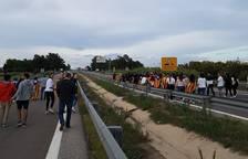 Els manifestants tallen carreteres a Flix, Amposta i Vilaverd