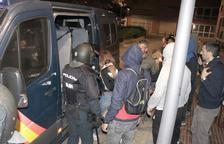 Almenys quatre detinguts en una nit de corredisses entre policies i manifestants pel centre de Tarragona