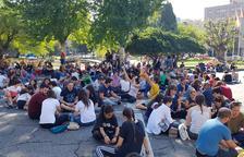 Vermut i jocs de taula en una nova mobilització pacífica a la plaça Imperial Tàrraco