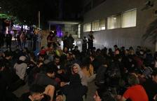 Unes 1.000 persones bloquegen les sortides dels Jutjats de Girona reclamant la llibertat dels detinguts