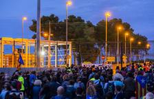 Centenares de personas caminan hasta Mas d'Enric por los encarcelados