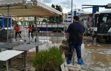 El temporal enfonsa una barca i inunda locals al Serrallo