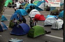 Els acampats a plaça Universitat esperen una setmana «tensa» i asseguren que no es mouran «passi el que passi»