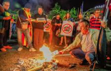 Mig miler de persones cremen fotos del Rei a Tarragona i a Reus