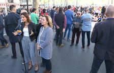 Lorena Roldan surt escridassada de la Plaça Universitat on ha anat a denunciar l'acampada dels estudiants