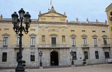 L'Ajuntament de Tarragona torna a penjar la pancarta de «Llibertat presos polítics»