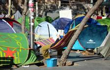 Un detingut i 117 identificats pels Mossos a l'acampada de la plaça Universitat